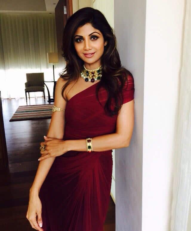 At the dubai event wearing #Gehnaboutique  jewels. Pic Courtesy: Twitter@TheShilpaShetty