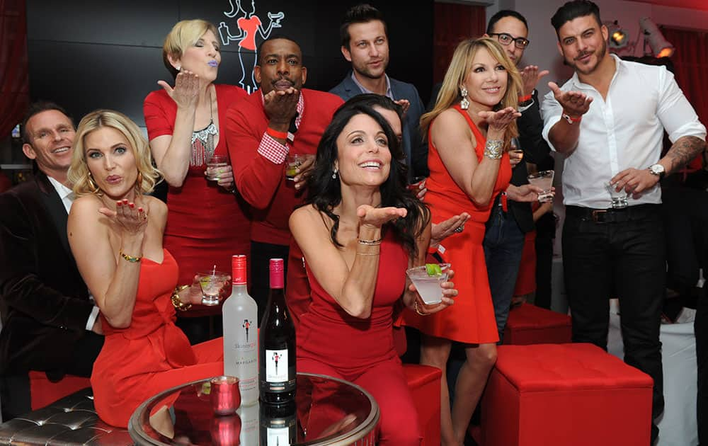 The original Skinnygirl Bethenny Frankel, center, strikes a pose with fellow