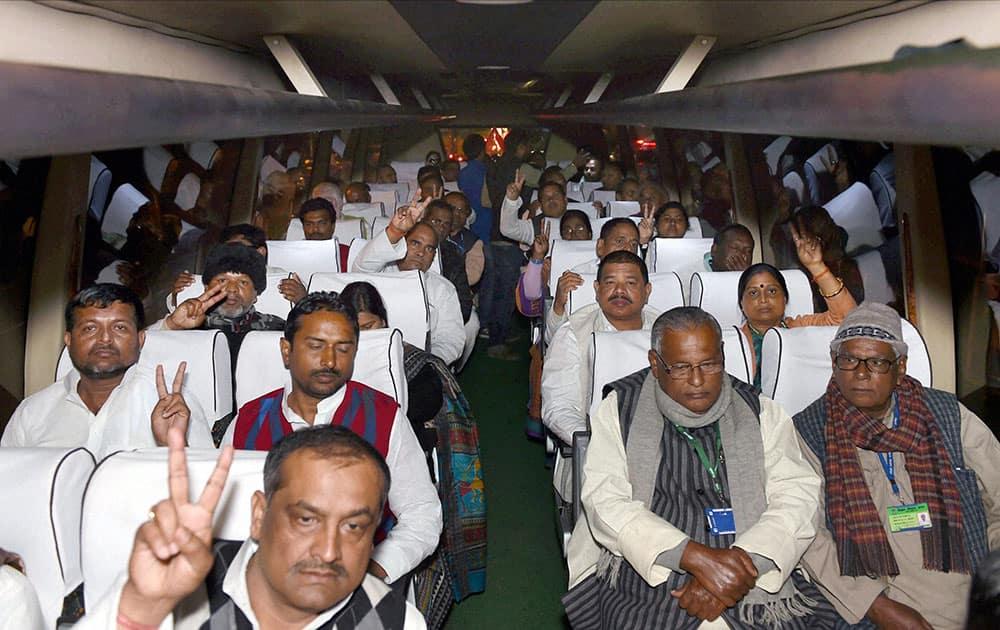 Supporting MLAs of JD(U) senior leader Nitish Kumar sitting in a bus before meeting President Pranab Mukherjee at Rashtrapati Bhavan , in New Delhi.