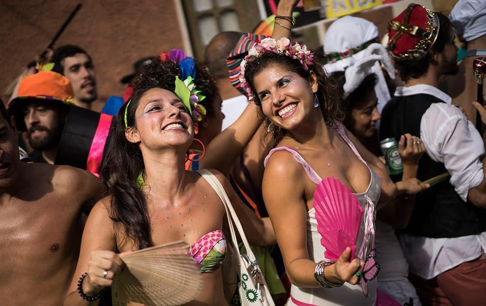 Оргии в бразилии анал