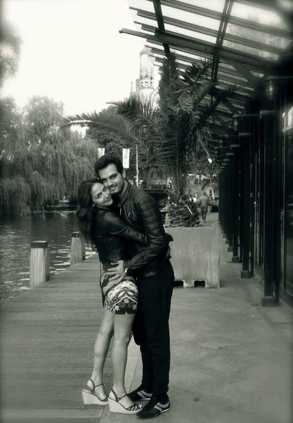 Esha Deol : Happy valentines day ! Our message is to spread L❤OVE not just today but everyday ✌Esha&Bharat - twitter