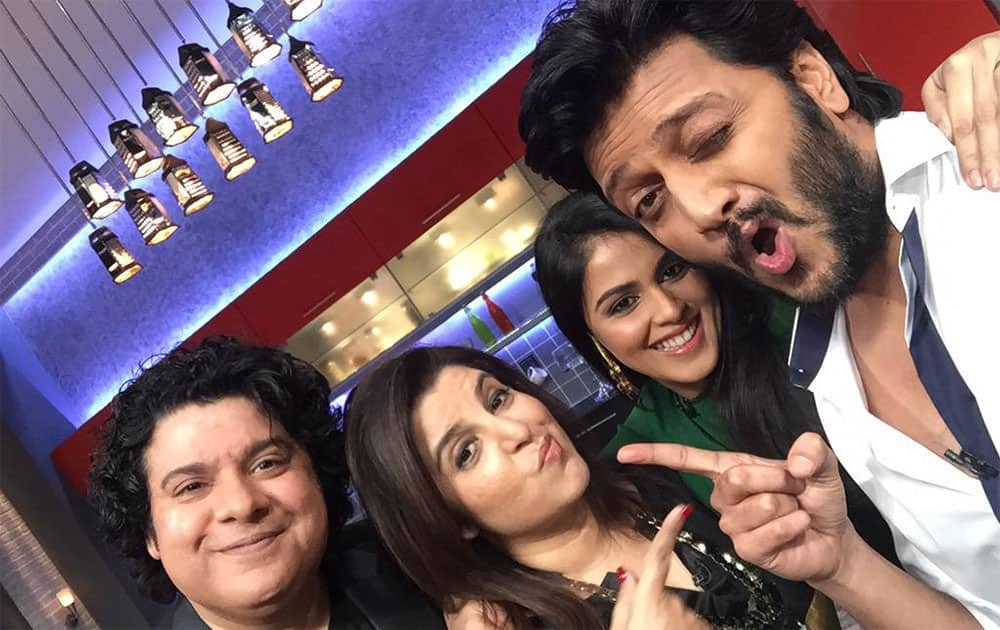 Till sajid joined @Riteishd n @geneliad on #farahkidaawat .. My kitchens fully destroyed but what an episode!! - twitter @TheFarahKhan