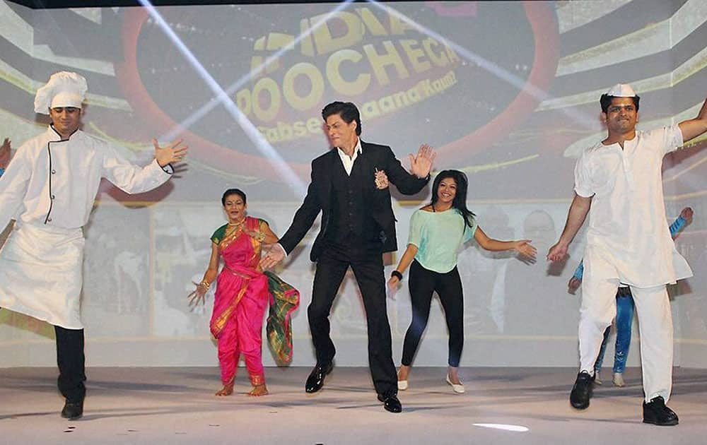 Actor Shahrukh Khan on the sets of India Poochega – Sabse Shaana Kaun?.