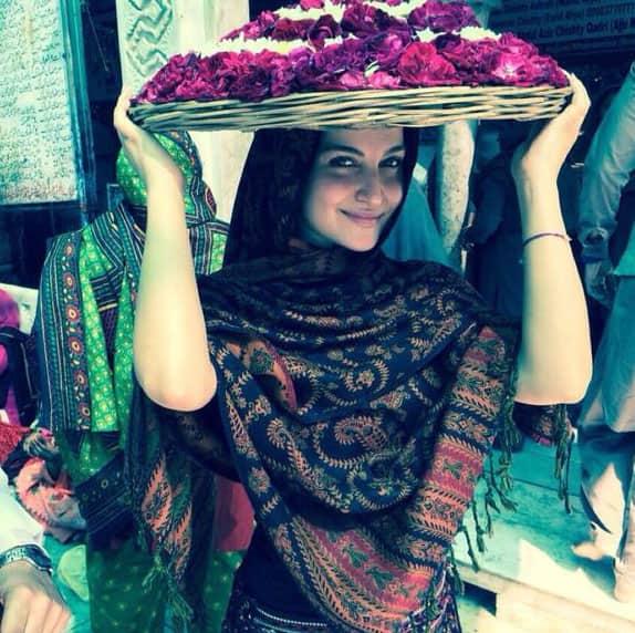 Elli Avram :- Feeling so blessed after visiting Khwaja Garib Nawaz Dargah Sharif in Ajmer.   -twitter