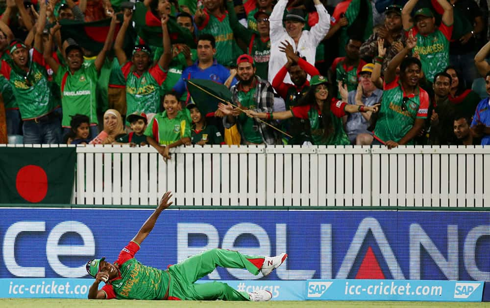 Bangladesh's Rubel Hossain reacts after injuring himself while taking a catch to dismiss Afghanistan's Nawroz Mangal during their Cricket World Cup Pool A match in Canberra, Australia.