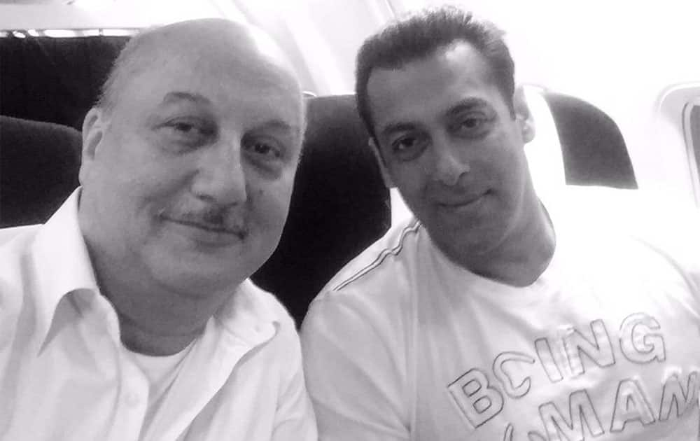 It was wonderful to spend an hour in the flight without any distractions with @BeingSalmanKhan.:) #GreatConversation - twitter @AnupamPkher