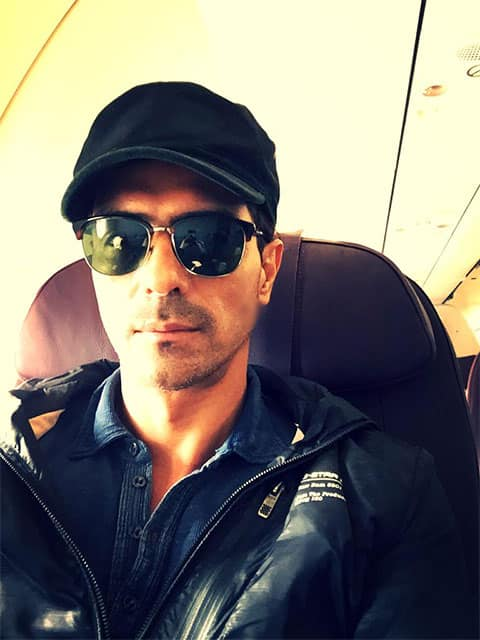 Enroute to Ahmedabad.Spinning there tonight.Tata Vistara airline is amazing.So is the crew. Let's party. - twitter @rampalarjun