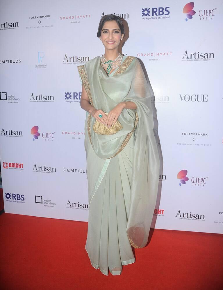 Sonam Kapoor at the Artisan Jewellery Design Awards 2014 in Mumbai.- dna