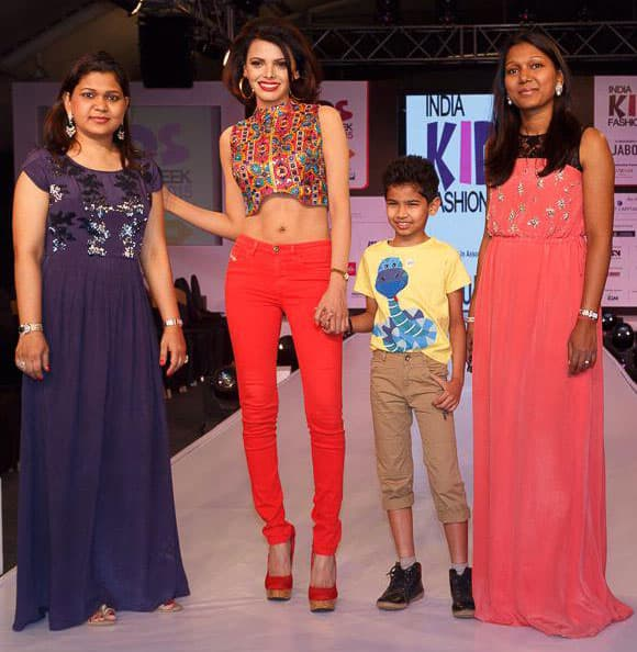 SHERLYN CHOPRA :- With Pooja, Rachna n the little showstopper at  #IndiaKidsFashionWeek...  Kids understand #fashion much better than us! -twitter