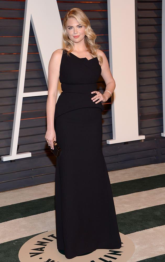 Kate Upton arrives at the 2015 Vanity Fair Oscar Party.