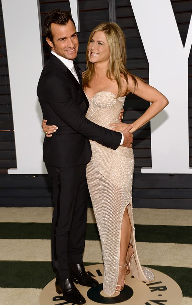 Justin Theroux, left, and Jennifer Aniston arrive at the 2015 Vanity Fair Oscar Party.
