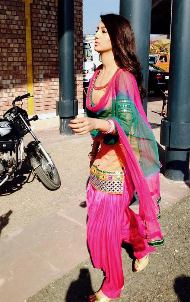 Dressed in patiala salwar @GAUAHAR_KHAN looks every bit the Punjabi kudi. She shoots for her first Punjabi film - twitter