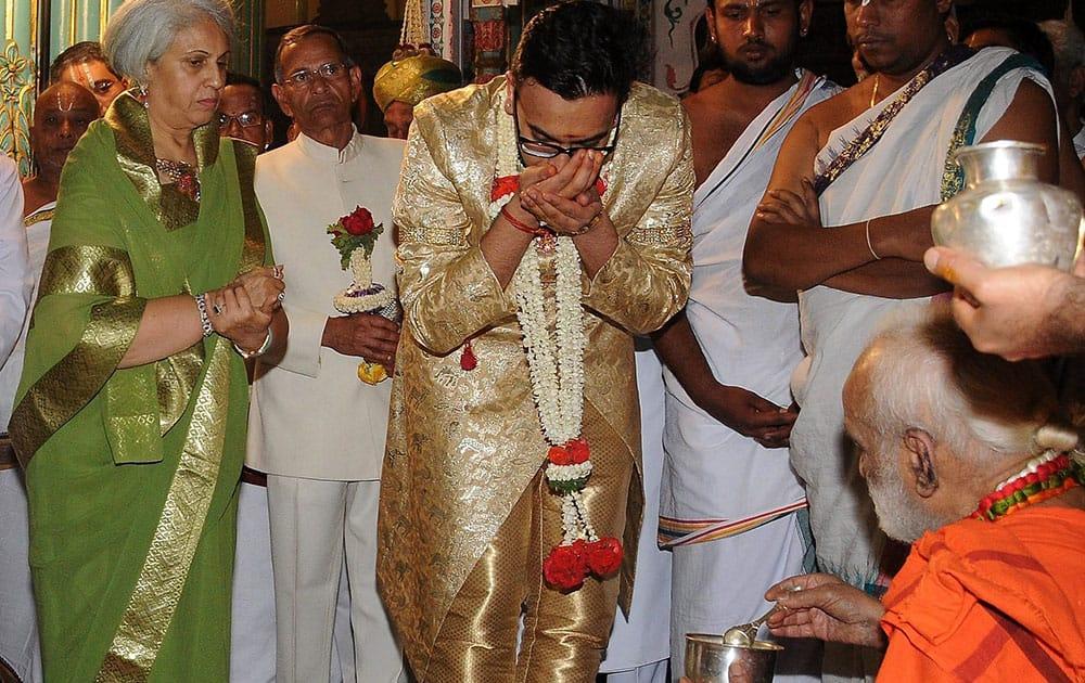 Pramoda Devi Wadiyar, wife of late Srikanta Datta Narasimharaja Wadiyar, adopts Yaduveer Gopalraj as his successor and renamed him as Yaduveer Krishnadatta Chamaraja Wadiyar at a royal ceremony in Mysore.
