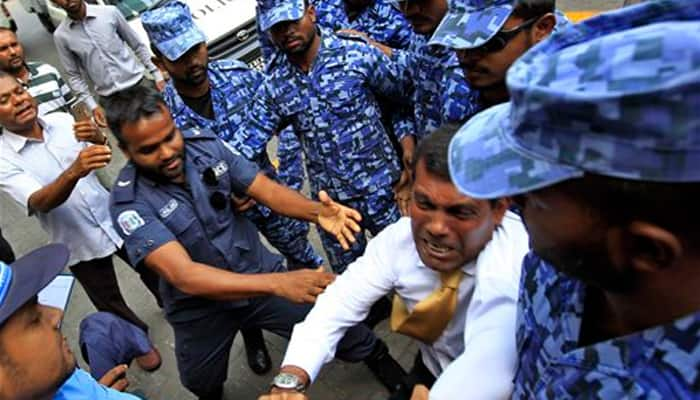 'Ripped shirt, broken arm': Maldives ex-prez Mohamed Nasheed dragged into courtroom