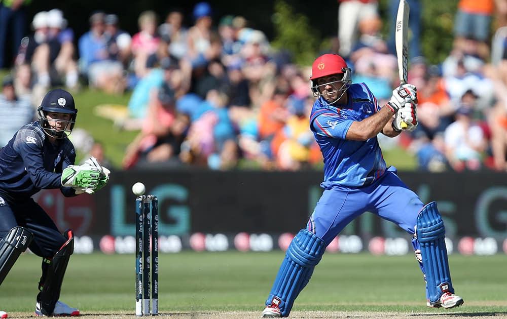 Afghanistan™s Samiullah Shenwari bats as Scotland wicketkeeper Matt Cross, watches during their Cricket World Cup Pool A match in Dunedin, New Zealand.