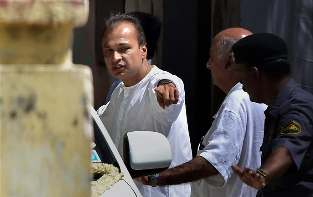 Industrialist Anil Ambani attending the cremation of his brother-in-law Bhadrashyam Kothari in Chennai. 53-yr-old Kothari died in the US on Sunday morning after a prolonged illness.