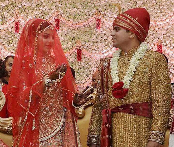 Tej Pratap Singh Yadav, grand-nephew of SP chief Mulayam Singh Yadav and Raj Laxmi, daughter of Lalu Prasad, at their wedding ceremony.