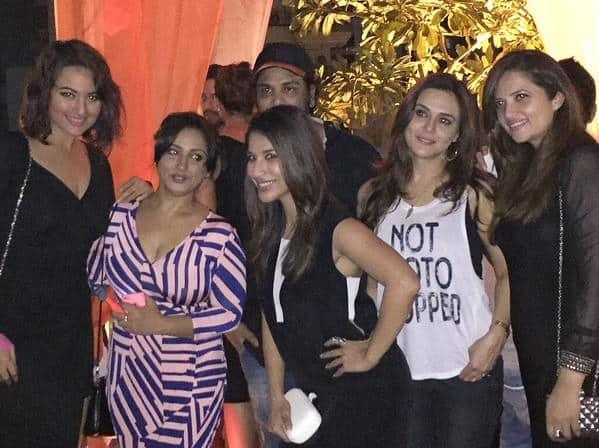 #AboutLastNight @sonakshisinha @realpreityzinta @divyadutta25 & @CastingChhabra ki top #BadlapurSuccessParty #fun - Twitter@Sophie_Choudry