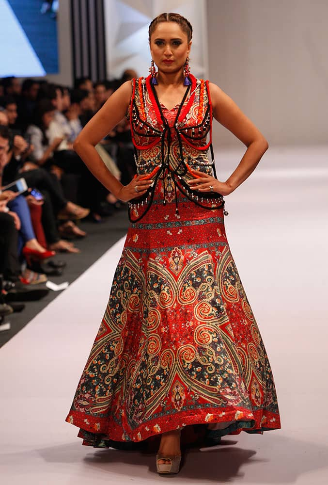 A model presents creations by Pakistani designer Huma Adnan at Expo Pakistan Fashion Show.