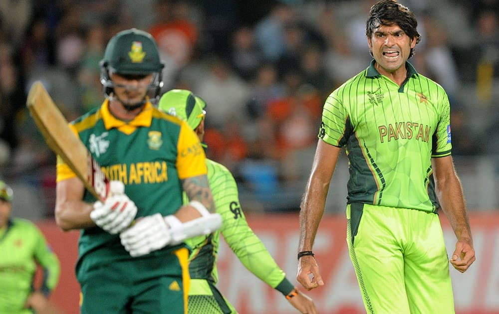 Pakistan bowler Mohammad Irfan reacts after taking the wicket of South African batsman Dale Steyn during their Cricket World Cup Pool B match in Auckland, New Zealand.