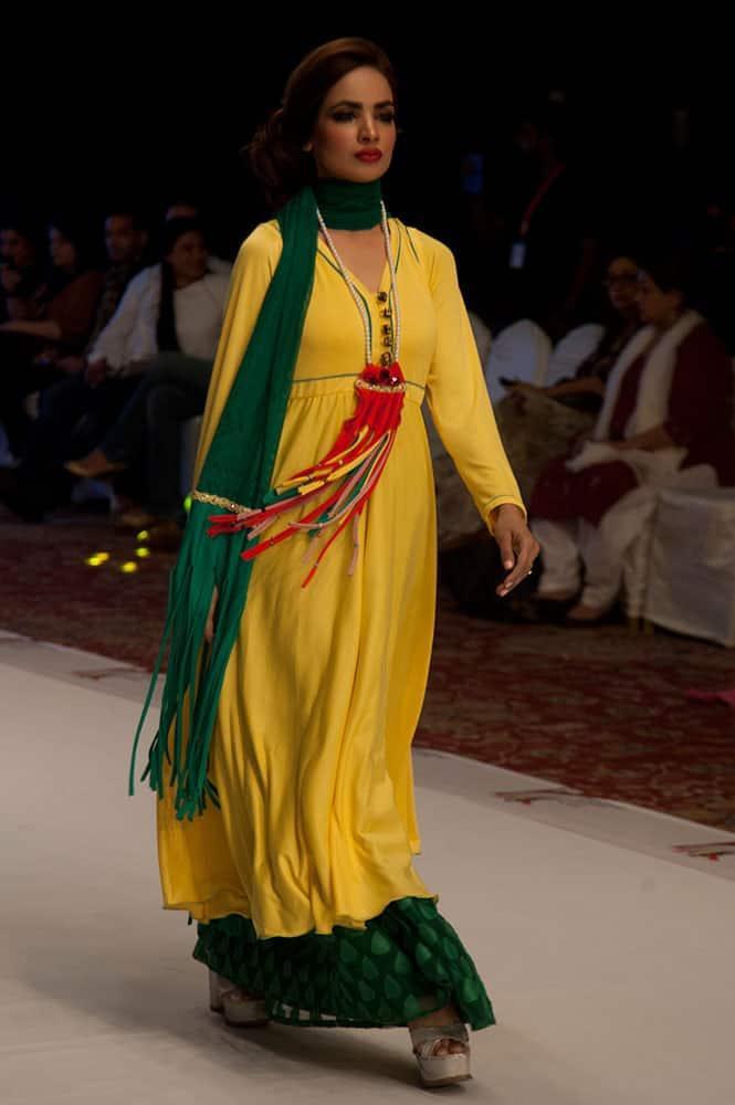 A model presents creations by Pakistani designer Jattinn Kochhar at South Asian Fashion Exhibition 2015 ,  in Karachi, Pakistan.