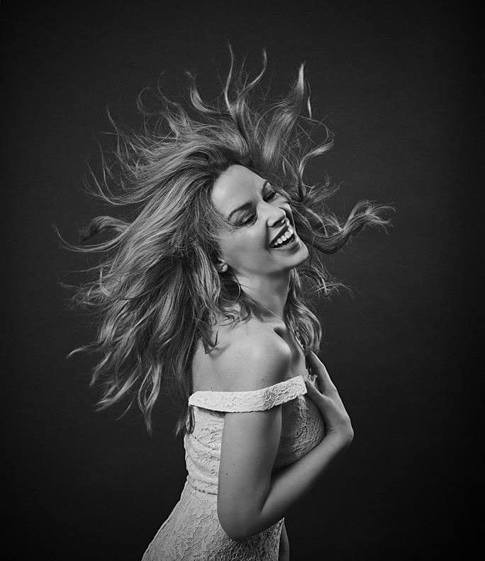 kylie minogue :- @eltonjohndotcom A great outtake from the shoot with @DrGotts for the @EJAF and the iCon project. #swish! -twitter