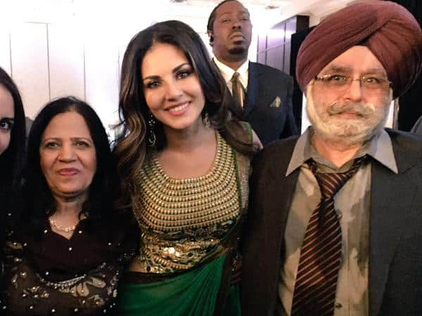 Thanks @TheRohhitVerma for this GORG green sari I wore in Toronto to my families wedding!! Looked amazing!! - Twitter‏@SunnyLeone