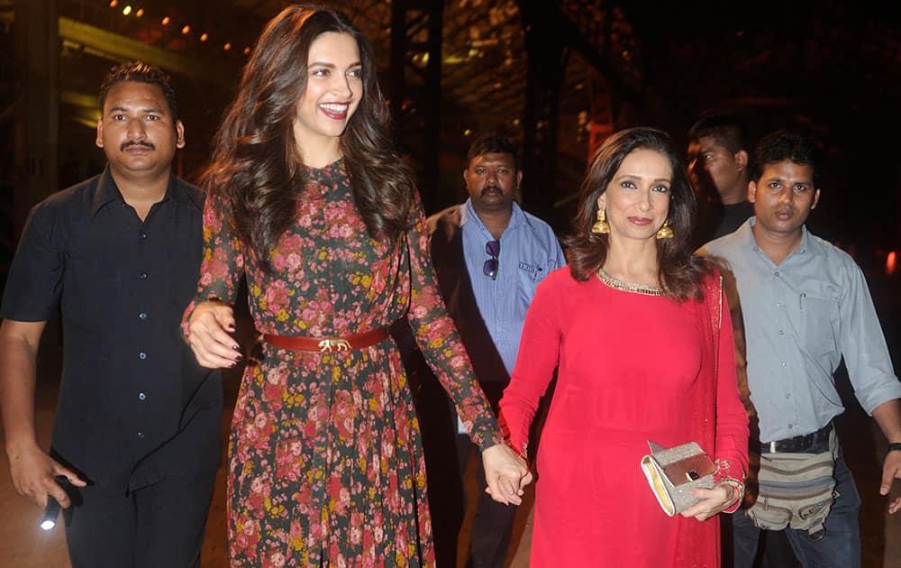 Deepika with mom Ujjala during the opening of Lakme Fashion Week Summer Resort 2015 in Mumbai. -dna
