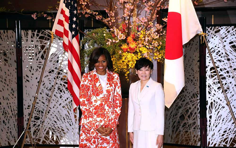 US first lady Michelle Obama, left, and her Japanese counterpart Akie Abe pose at Iikura Guest House in Tokyo.