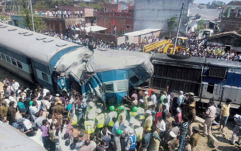 RESCUE WORK IS CARRIED OUT AFTER THE DEHRADUN-VARANASI JANATA EXPRESS DERAILED AT THE BACHHRAWAN RAILWAY STATION IN RAEBARELI.