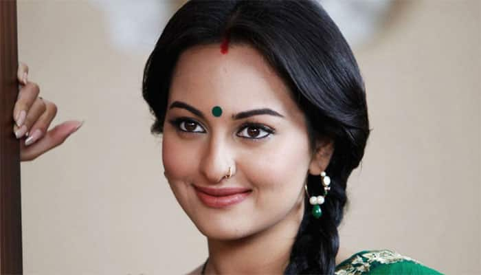 On 'Farah Ki Daawat', Sonakshi enjoys cooking with mom