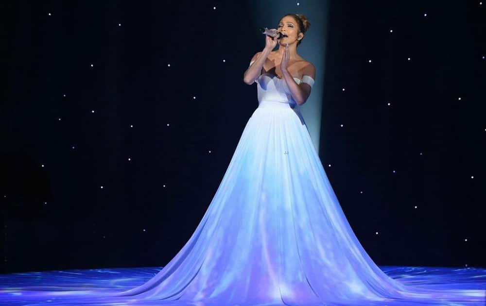 Jennifer Lopez :- ¡@JLo como una princesa interpretando