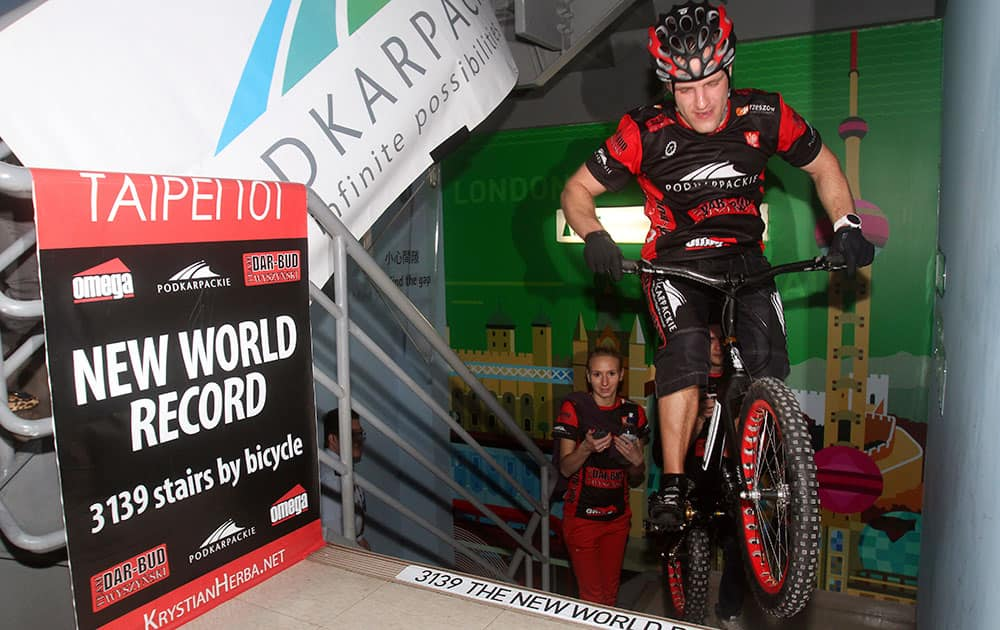 Poland's extreme cyclist Krystian Herba makes the final hop to climb up 3,139 stairs of Taipei's landmark tower building Taipei 101 in Taiwan by bicycle in 2 hours 13 minutes in his attempt to break his own Guinness World Record for most stairs climbed by bicycle.
