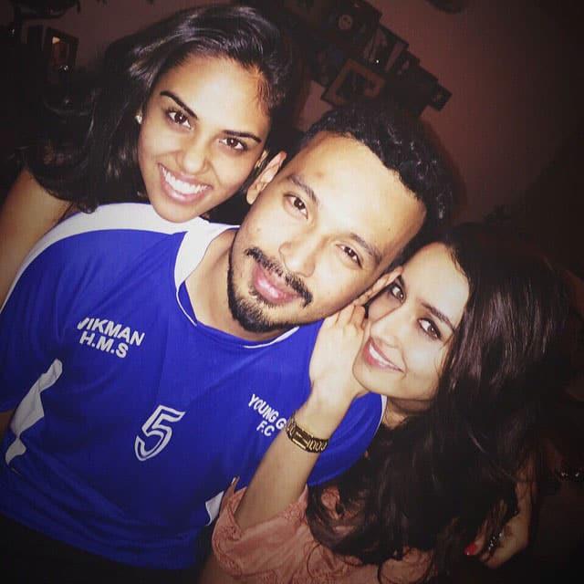 Shraddha Kapoor :- Ch ch chillin' with the dosts.  @rohanshrestha anushkarajan -instagram