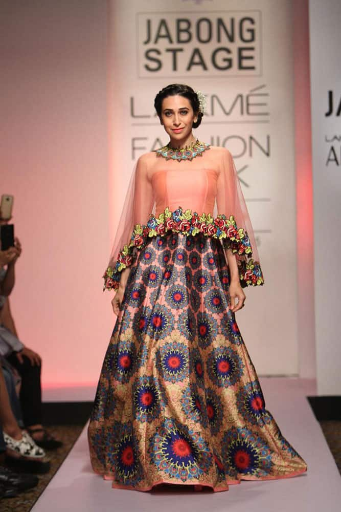 Lakmé Fashion Week :- Bollywood beauty #KarismaKapoor​ closed the show for @fashionwithneha ​at #LFW15 -twitter