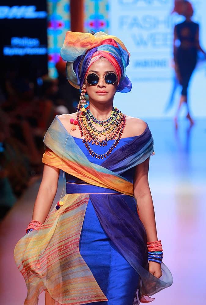 A model displays creations by Tarun Tahiliani during the Lakme Fashion Week Summer Resort 2015 in Mumbai.
