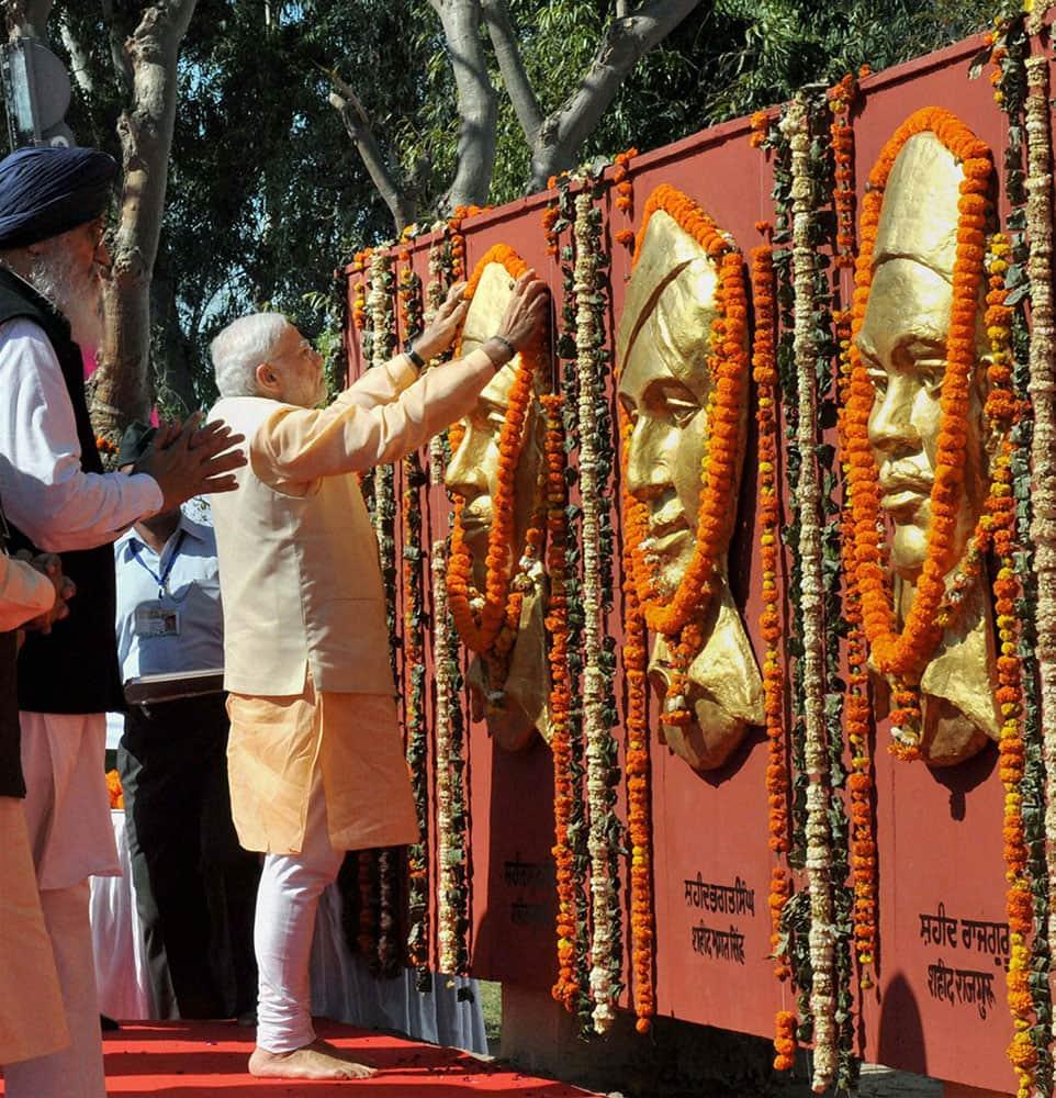 PM Narendra Modi paying homage to Shaheed Bhagat Singh, Rajguru and Sukhdev at National Martyrs Memorial at Hussainiwala.