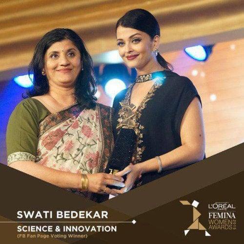 Aishwarya Rai Bachchan :- #AishwaryaRaiBachchan presenting the Awards at the L'#OrealParis #FeminaAwards 2015 -twitter