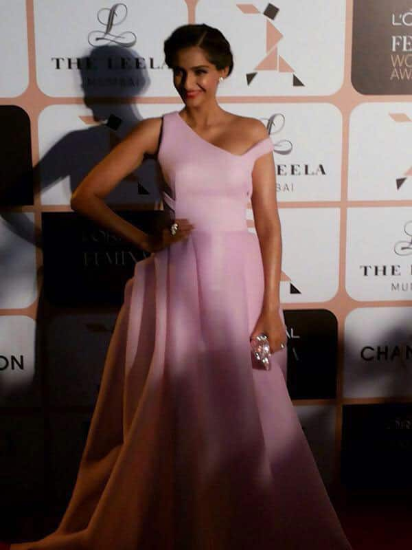 The beautiful Sonam Kapoor makes a dazzling entry at the #LPFWA2015. -twitter