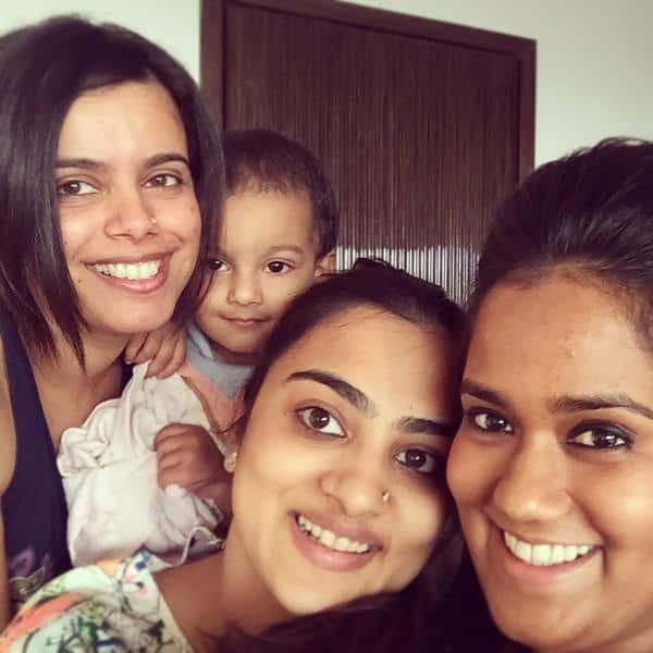 My lovely cousins! @niyanta1212 @Jani23N - Twitter@khanarpita