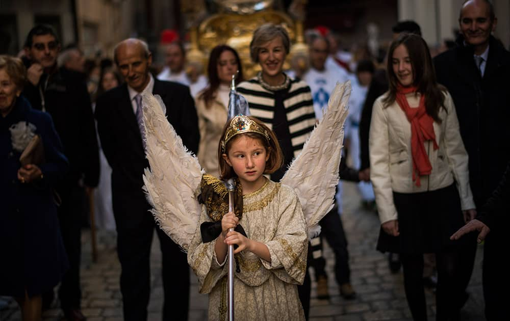 Eight-year-old Alba Oroz, wearing an angel costume takes part during the Easter Sunday ceremony 'Descent of the Angel', during Holy Week in the small town of Tudela, northern Spain.