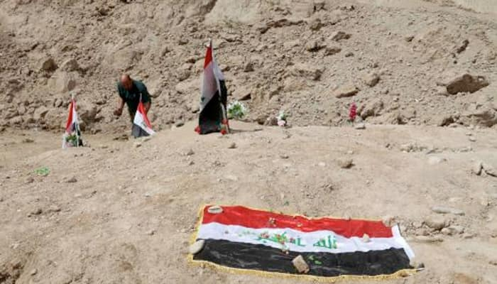Mass grave sites in Iraq may contain 1,700 corpses, exhumation begins