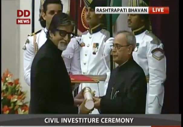 Civil Investiture ceremony: @SrBachchan gets #PadmaVibhushan - twitter@DDNewsLive