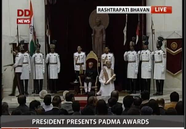 Civil Investiture ceremony : Dr Pandit Gokulotsavji Maharaj gets #PadmaBhushan award - twitter@DDNewsLive