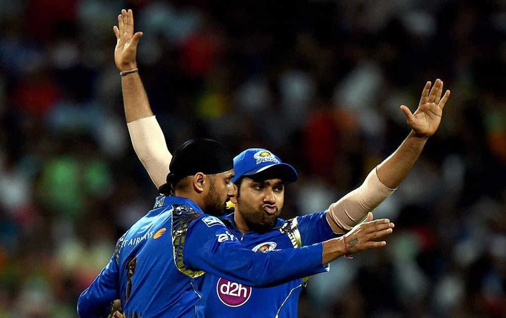 Mumbai Indian Captain Rohit Sharma and Harbhajan Singh celebrate after dismissed KKR batsman Manish Pandey during IPL-2015 Match in Kolkata.