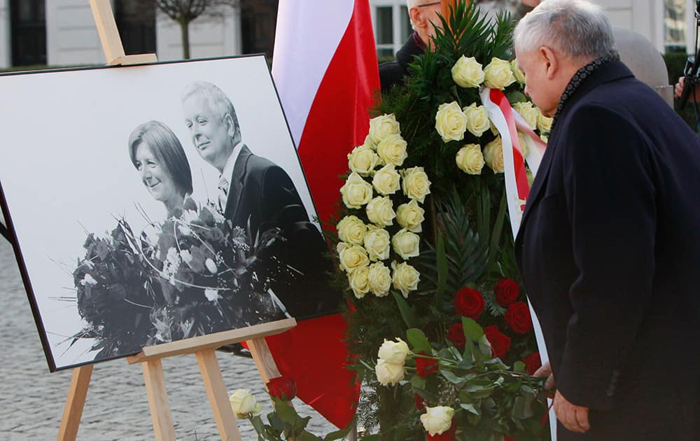 Jaroslaw Kaczynski, Law and Justice party leader and twin brother of late Polish president Lech Kaczynski, lays flowers at the Presidential Palace during a ceremony marking the 5th anniversary of the presidential plane crash near Smolensk, Russia.