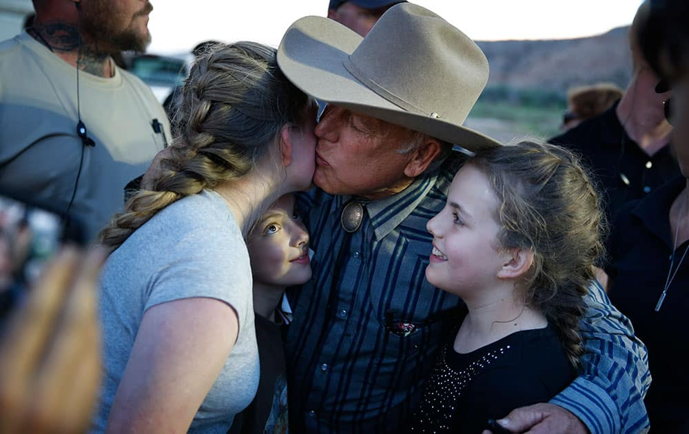 Rancher Cliven Bundy kisses supporter Claudia Riffenburg during an event, in Bunkerville, Nev.