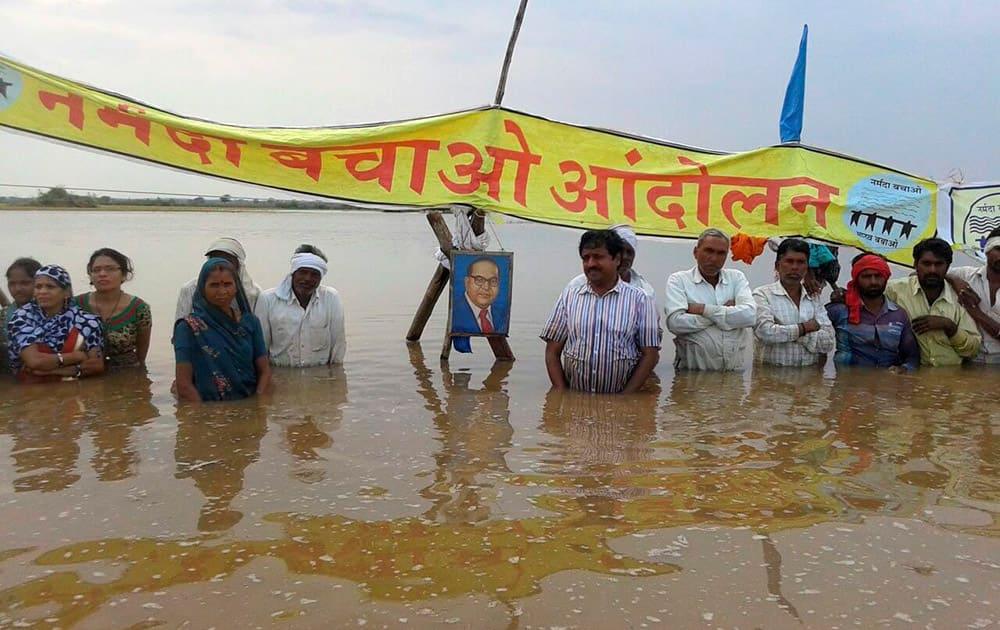 Narmada Bachao Andolan activists paying tribute to BR Ambedkar on his birth anniversary during their Jal Satyagrah in Khandwa, Madhya Pradesh.