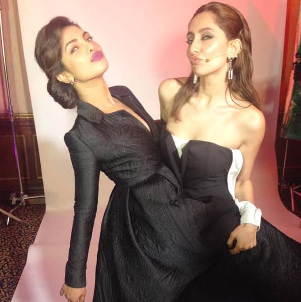 There are no words to describe how much I love and admire this girl... @priyankachopra you are everything...❤ # - Twitter@VJAnusha