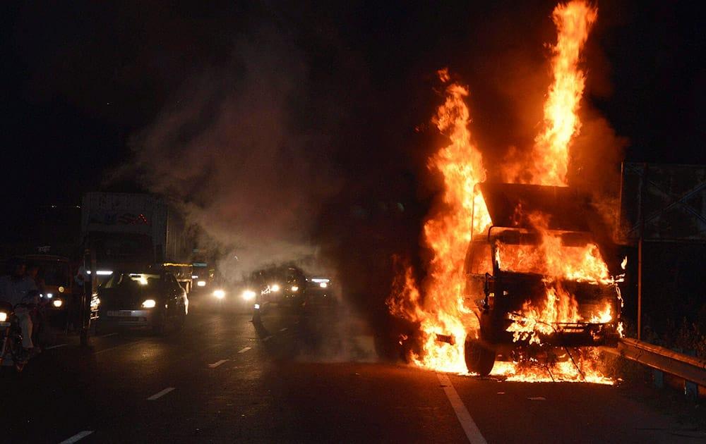 A mail van of the postal department caught fire on the Delhi-Gurgaon Expressway near Rajiv Chowk in Gurgaon.